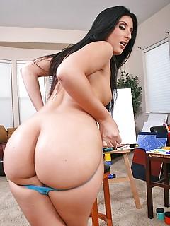 Big Ass MILF Pics